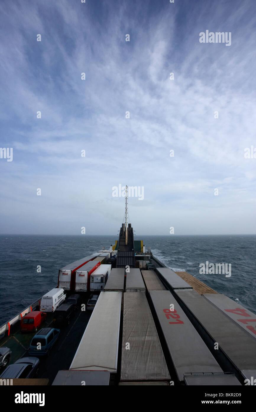 Ferry norfolkline fletes viajando a través del oleaje en el Mar de Irlanda entre Liverpool y Belfast, Reino Unido Foto de stock