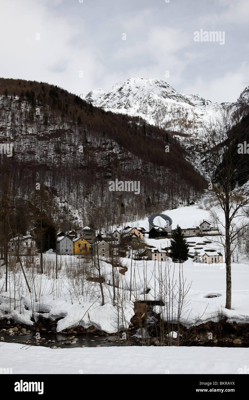 Vista de Mogno, Valle Maggia, Suiza Foto de stock