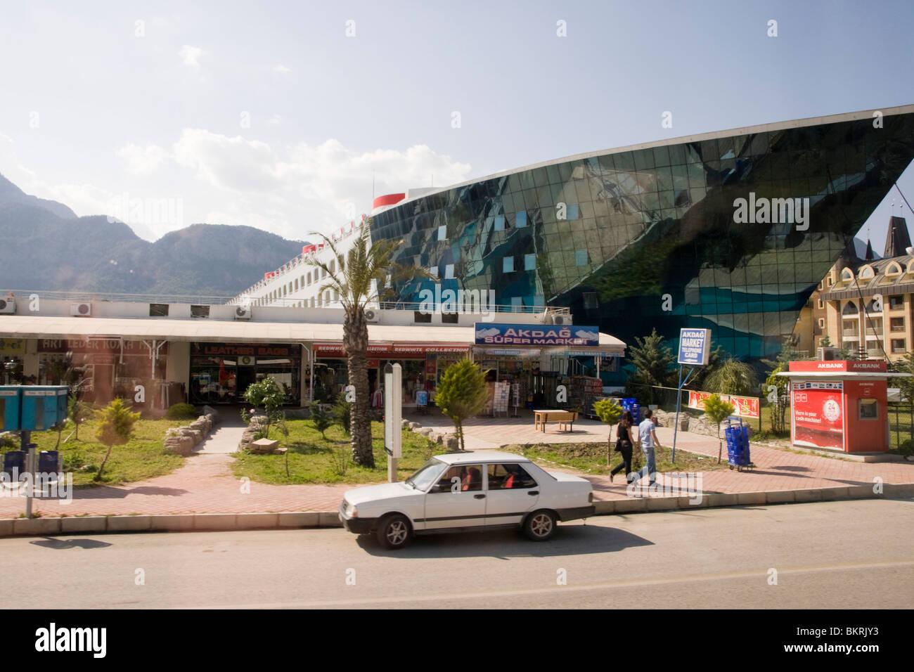 El barco-shaped Hotel Queen Elizabeth en Goynuk, Antalya, Turquía riviera Imagen De Stock