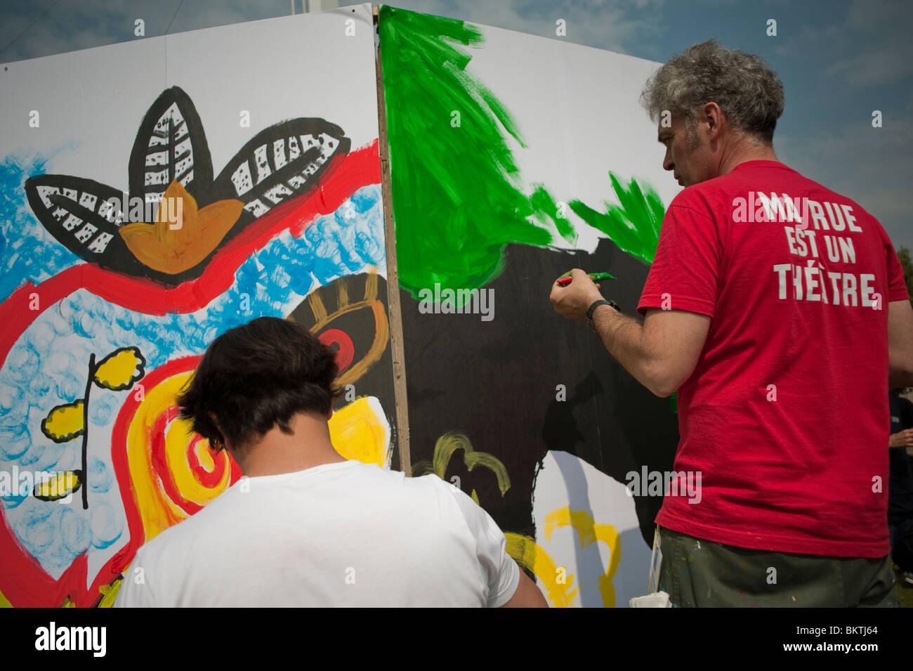 """Festival Mundial del día de """"comercio justo"""", césped del parque de la Villette, hombres pintar Imagen De Stock"""