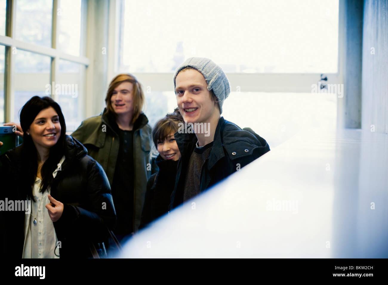 Cuatro estudiantes de la escuela Foto de stock