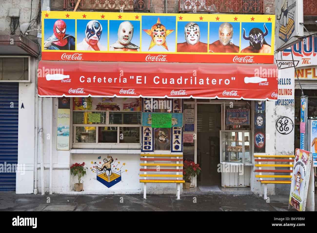 Cafetería con pinturas que ilustran el uso de máscaras de la lucha libre, distrito de Alameda, ciudad de México, México D.F., México Foto de stock