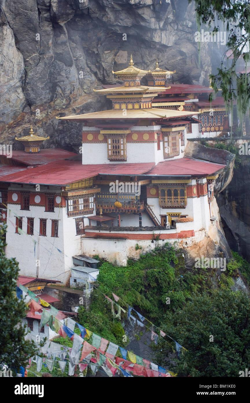 Los Tigres anidan (Taktsang Goemba), valle de Paro, Bhután, Asia Foto de stock