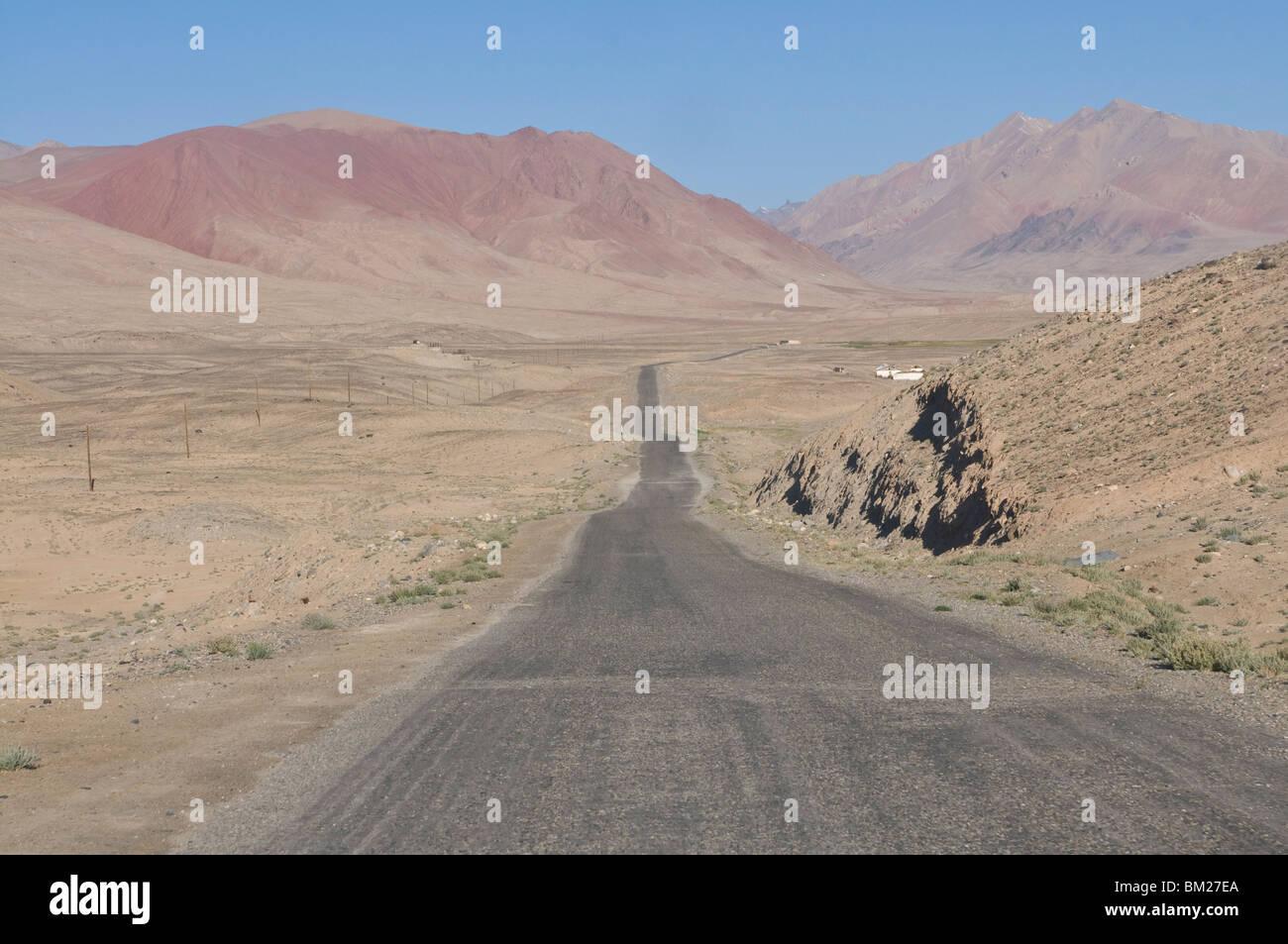 Pamir de la autopista que conduce al desierto, Tayikistán, en Asia Central Imagen De Stock