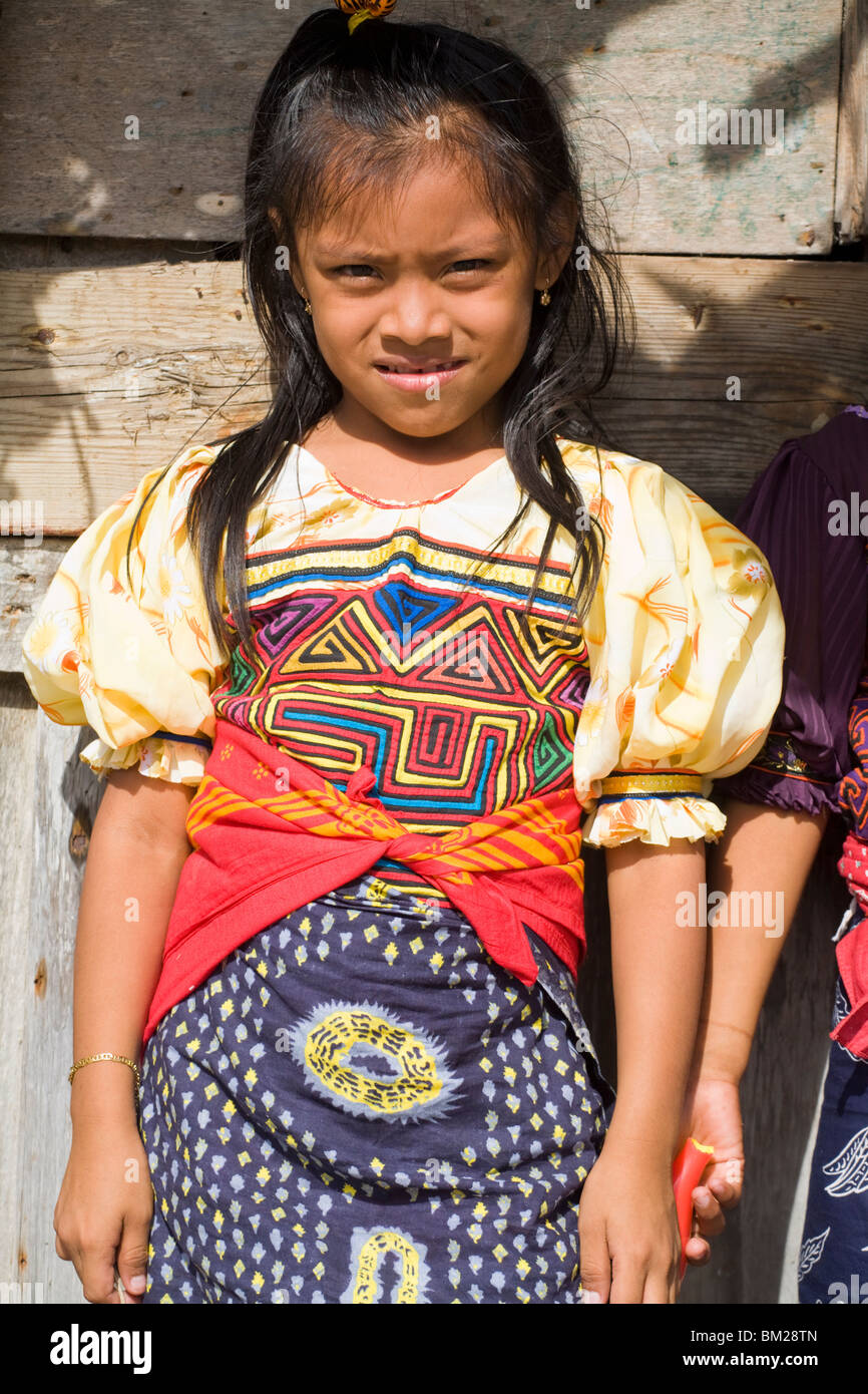 Kuna Chica Con Vestimenta Tradicional Isla Tigre Las Islas De San