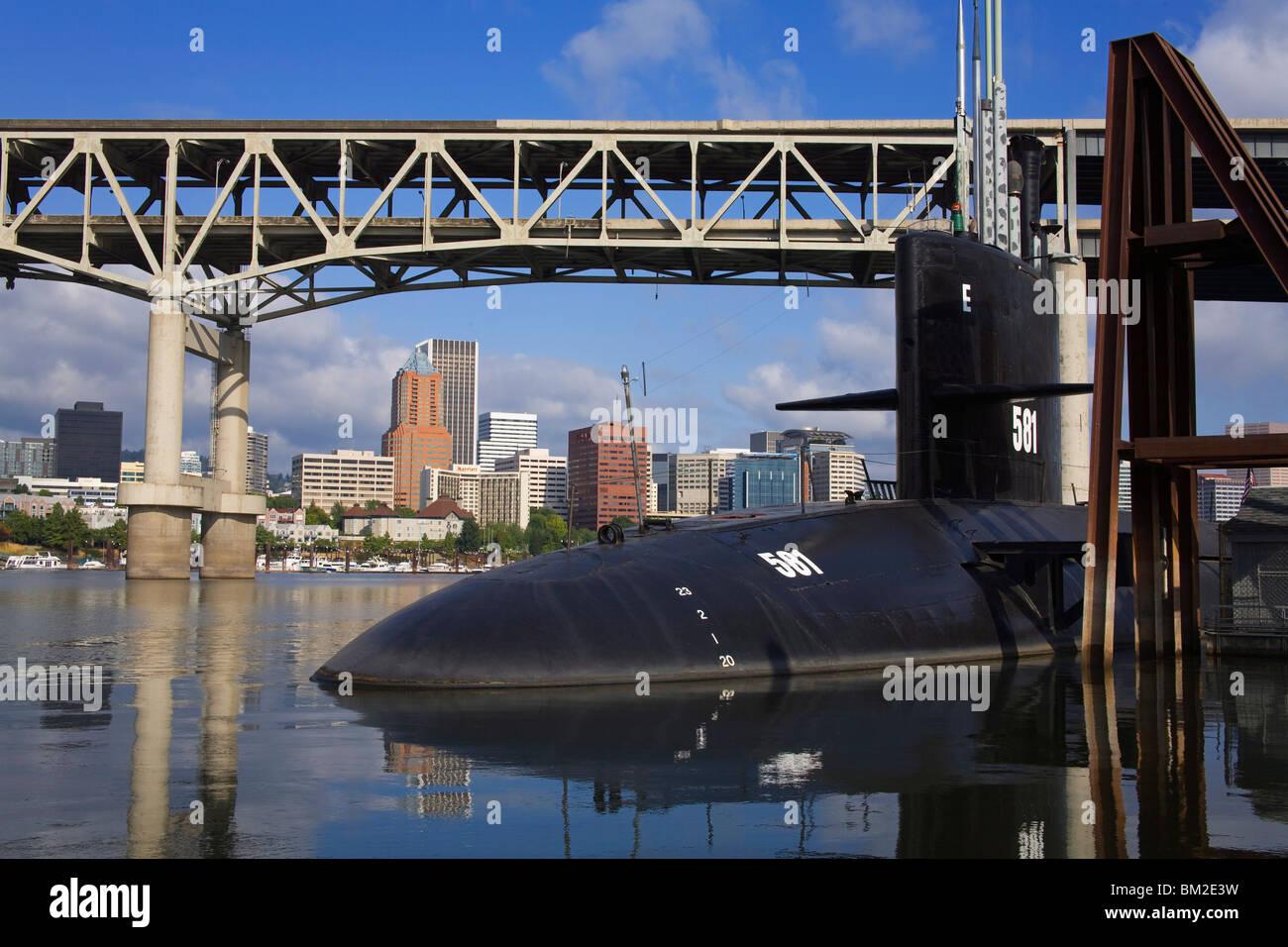 Marquam Puente sobre el río Willamette y el submarino de EE.UU Blueback al Museo OMSI, Portland, Oregón, Imagen De Stock