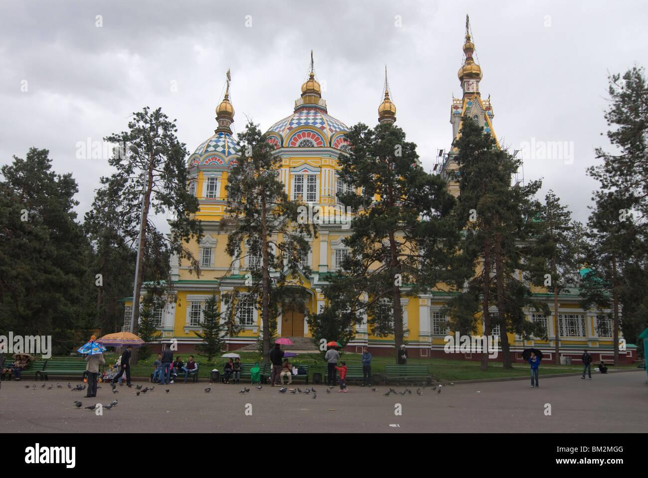 La magnífica catedral de la Sagrada Ascensión, Almaty, Kazajstán Imagen De Stock