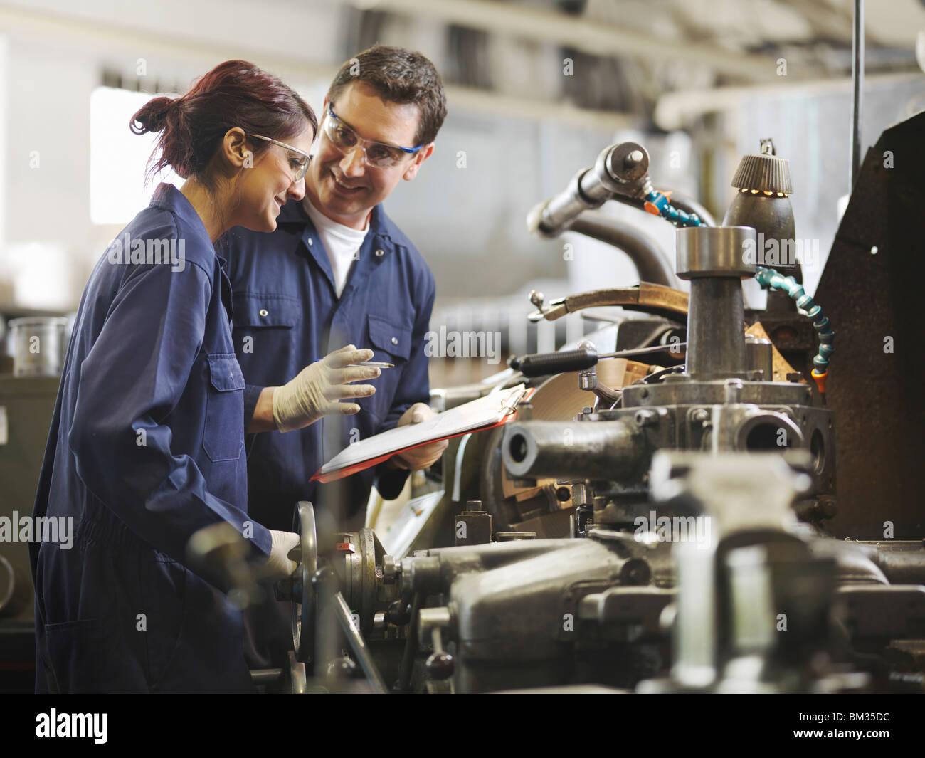 Ingeniero Aprendiz femenino docente Imagen De Stock