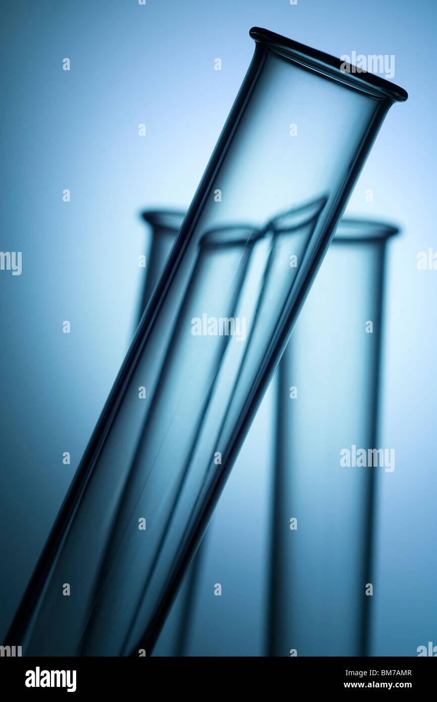Tres tubos de ensayo de laboratorio tops Imagen De Stock
