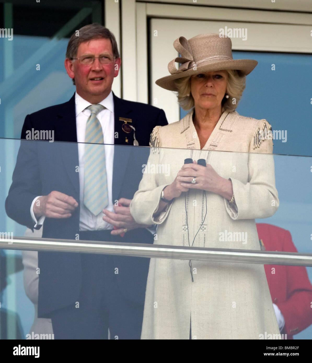 Camilla, Duquesa de Cornualles en Epsom Hipódromo de abajo para inaugurar oficialmente la nueva Duquesa Stand Imagen De Stock
