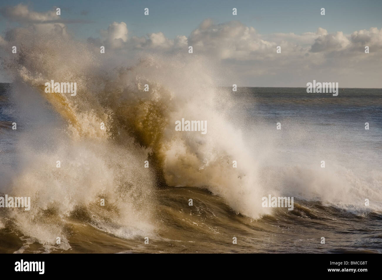 El mar embravecido en Bridlington East Yorkshire Foto de stock
