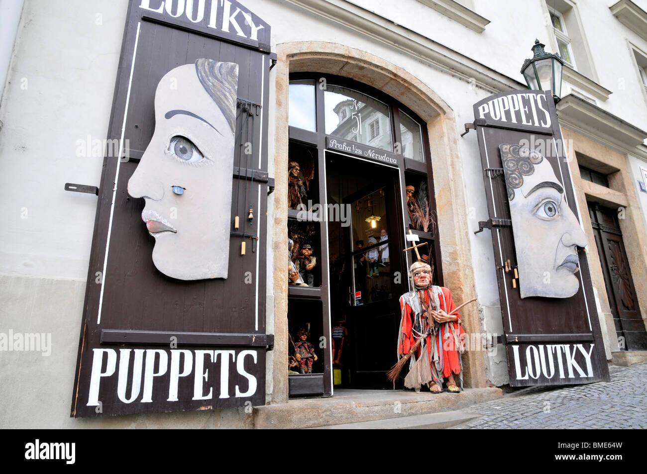 La peculiar entrada a tienda de arte, Praga Praga República Checa Europa oriental Imagen De Stock