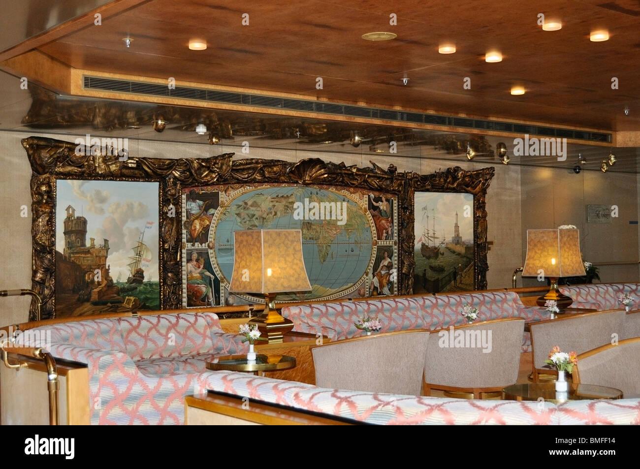 El Explorer's Lounge, Holland America Crucero, el Volendam. Imagen De Stock