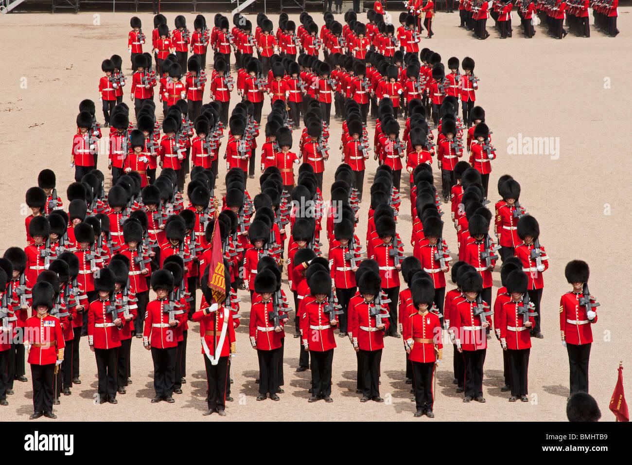 El desfile de cumpleaños de la Reina, también conocido como el Trooping del color, que se celebra anualmente Imagen De Stock