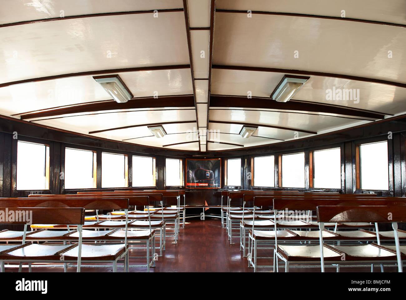Diseño interior y decoración del famoso Star Ferry en Hong Kong ...