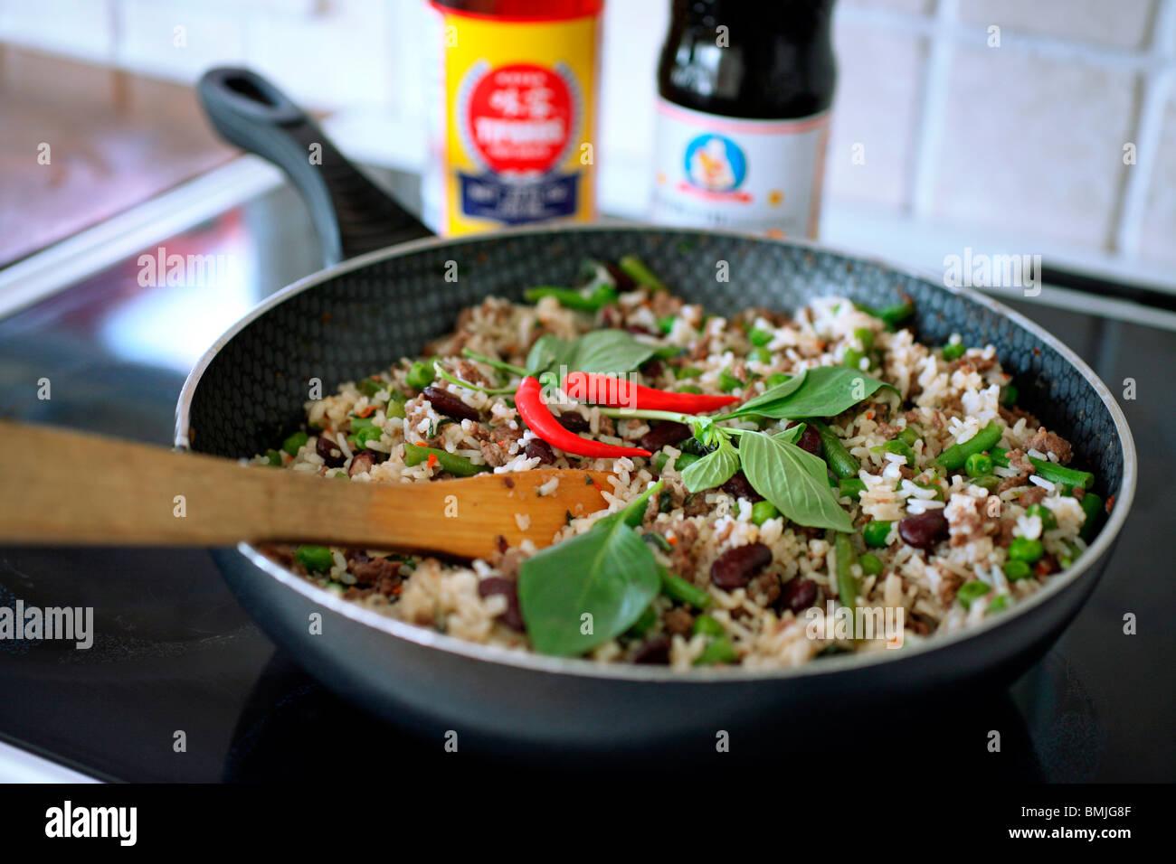 Asian cooking spices im genes de stock asian cooking for Cocinar kale sarten
