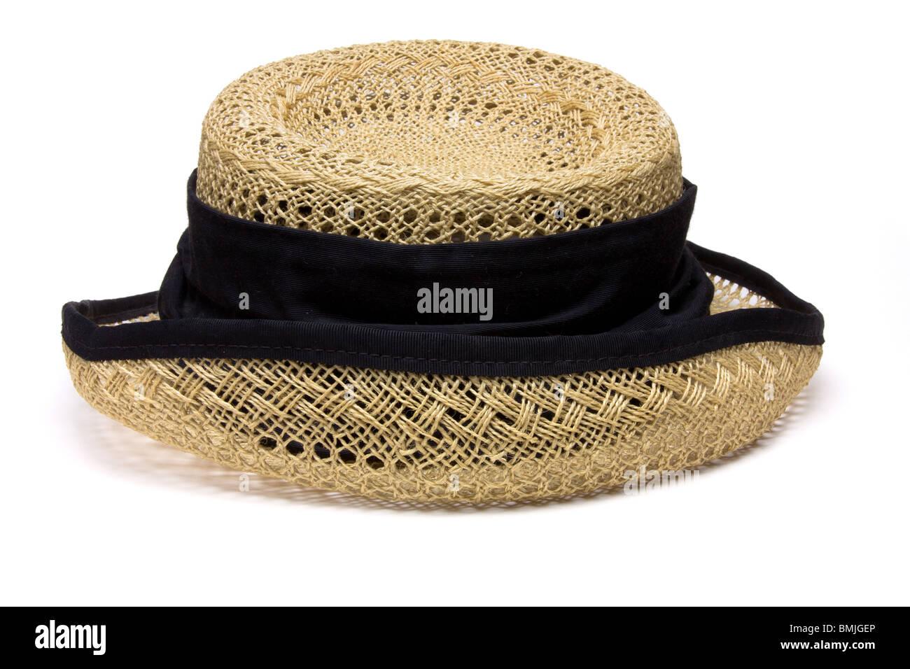 9a9c446e5651e Señoras Vintage sombrero de paja desde la perspectiva baja aislados contra  el fondo blanco. Imagen