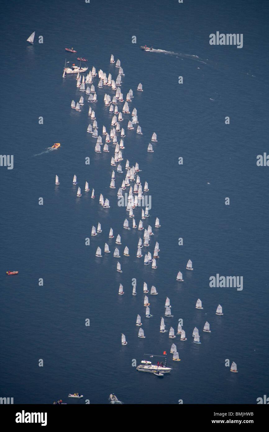 Vista de los barcos de vela en el mar, vista elevada Imagen De Stock