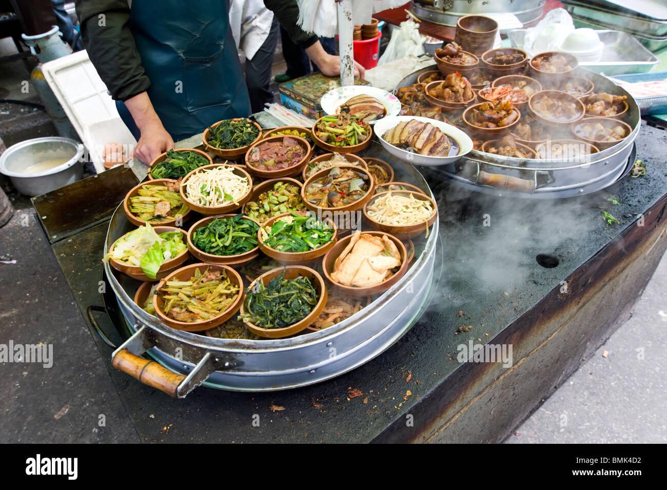 Caliente los alimentos callejeros, Shanghai, China Imagen De Stock
