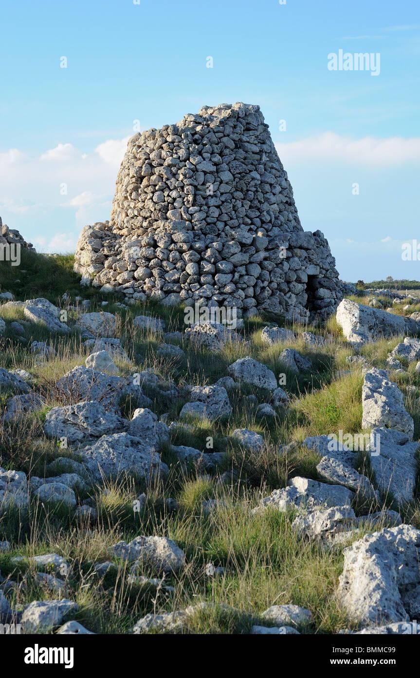 Otranto. Puglia. Italia. (Pagghiaro Trullo Salentino), típica estructura hecha de piedra rústica, típica Imagen De Stock