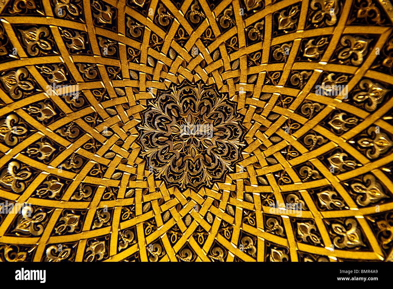 Diseño de la placa de oro con incrustaciones, Toledo, España Imagen De Stock