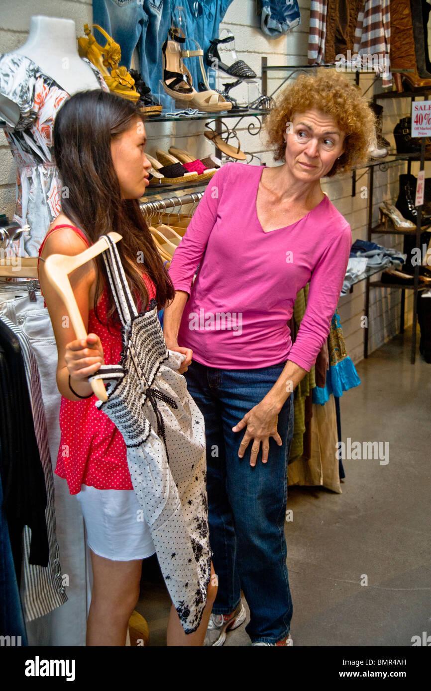 Dress For Less Imágenes De Stock & Dress For Less Fotos De Stock - Alamy