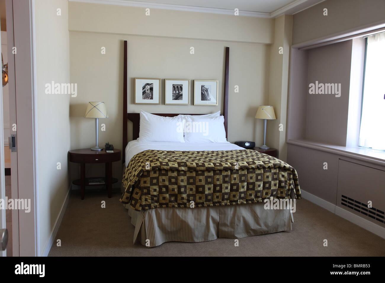 Dormitorio en suite del hotel Fairmont Queen Elizabeth, de Montreal Imagen De Stock