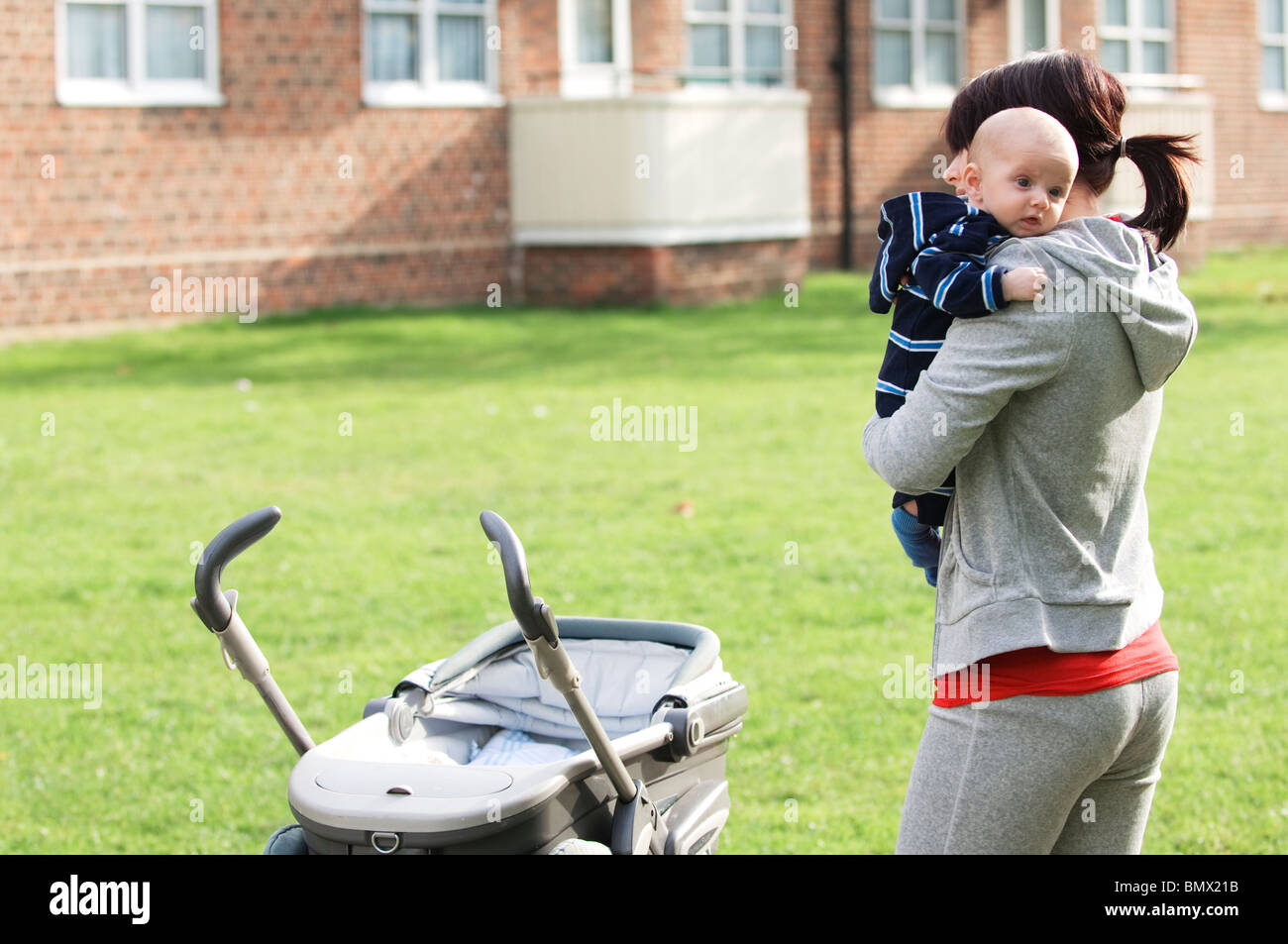 Madre soltera con un bebé Imagen De Stock