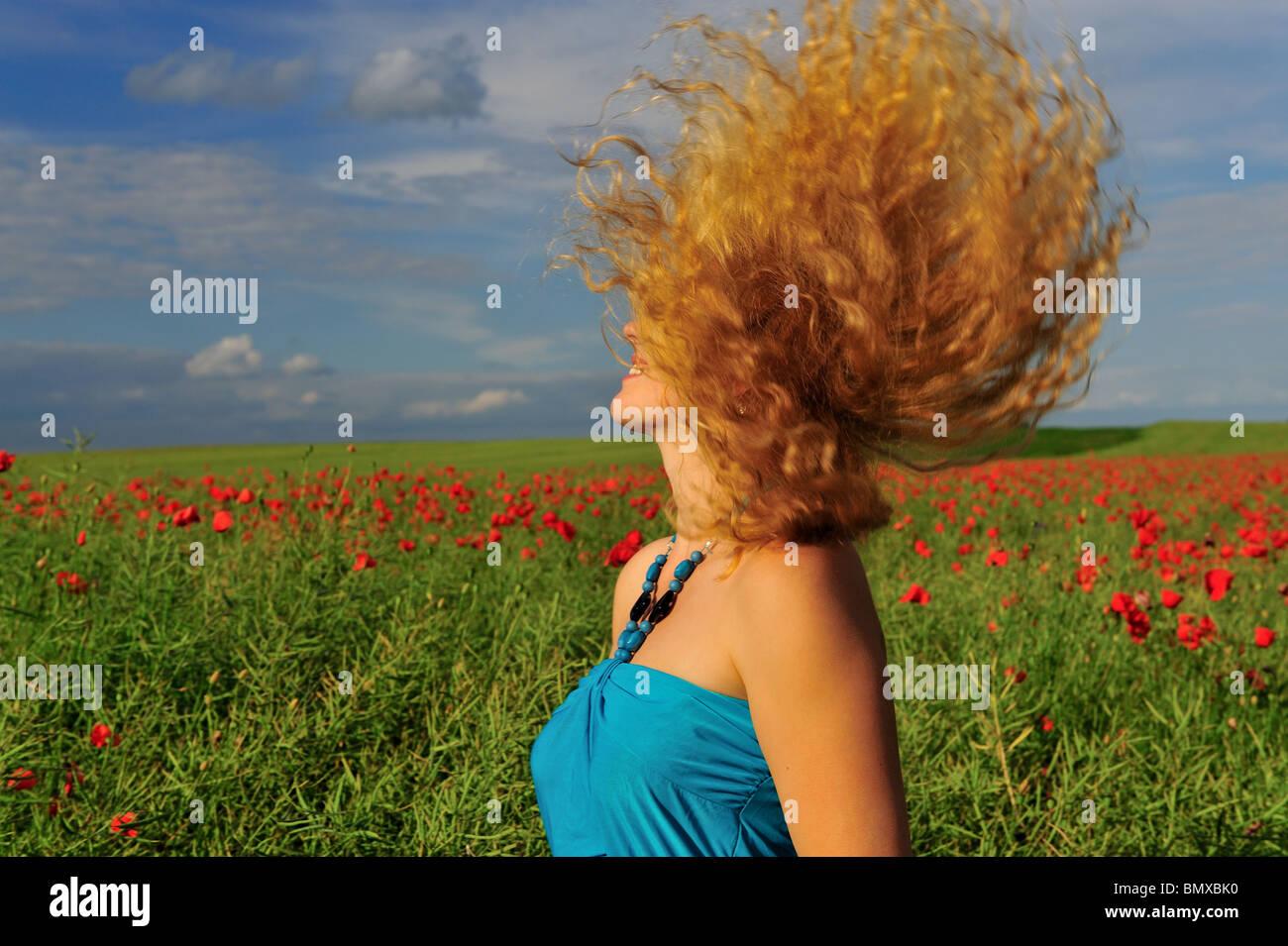Chica, el muelle, la emoción positiv Imagen De Stock
