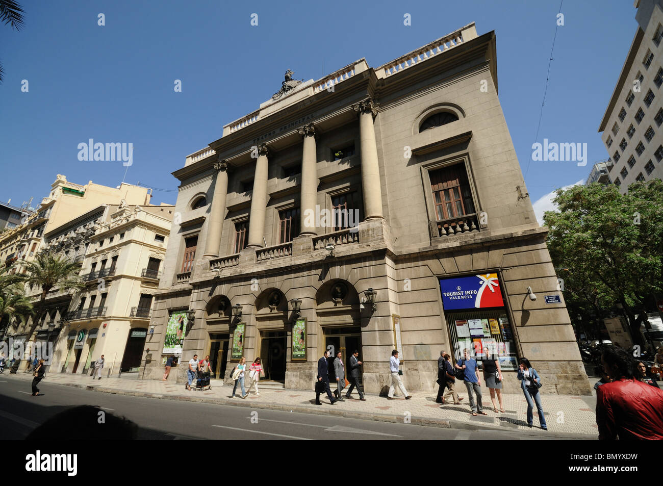 Barcas street im genes de stock barcas street fotos de for Teatro principal valencia