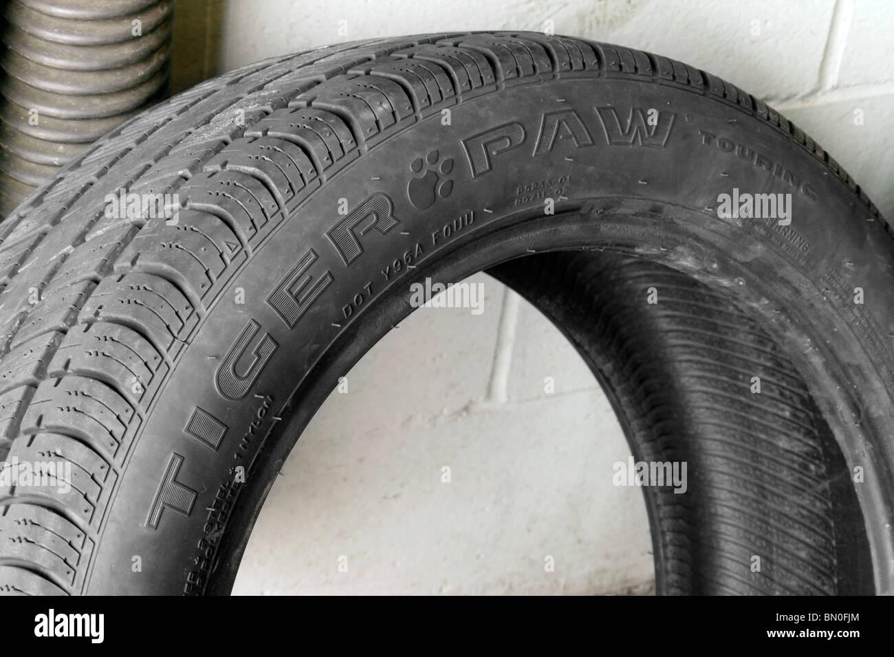 Tiger Paw touring neumáticos de marca Foto de stock