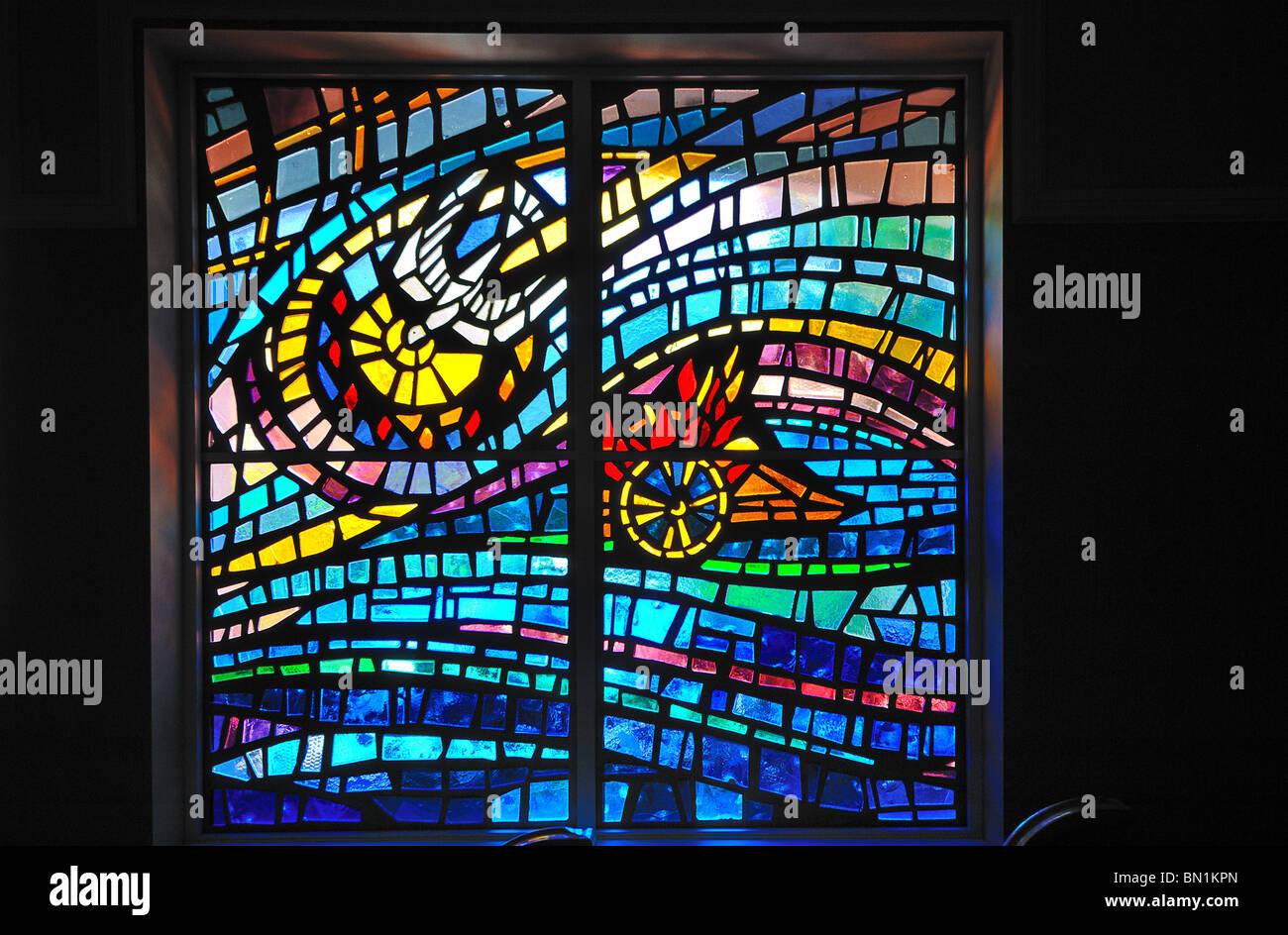 Las vidrieras modernas en Saint Augustine Beach Anastasia Iglesia Bautista, Florida, Estados Unidos de América Imagen De Stock