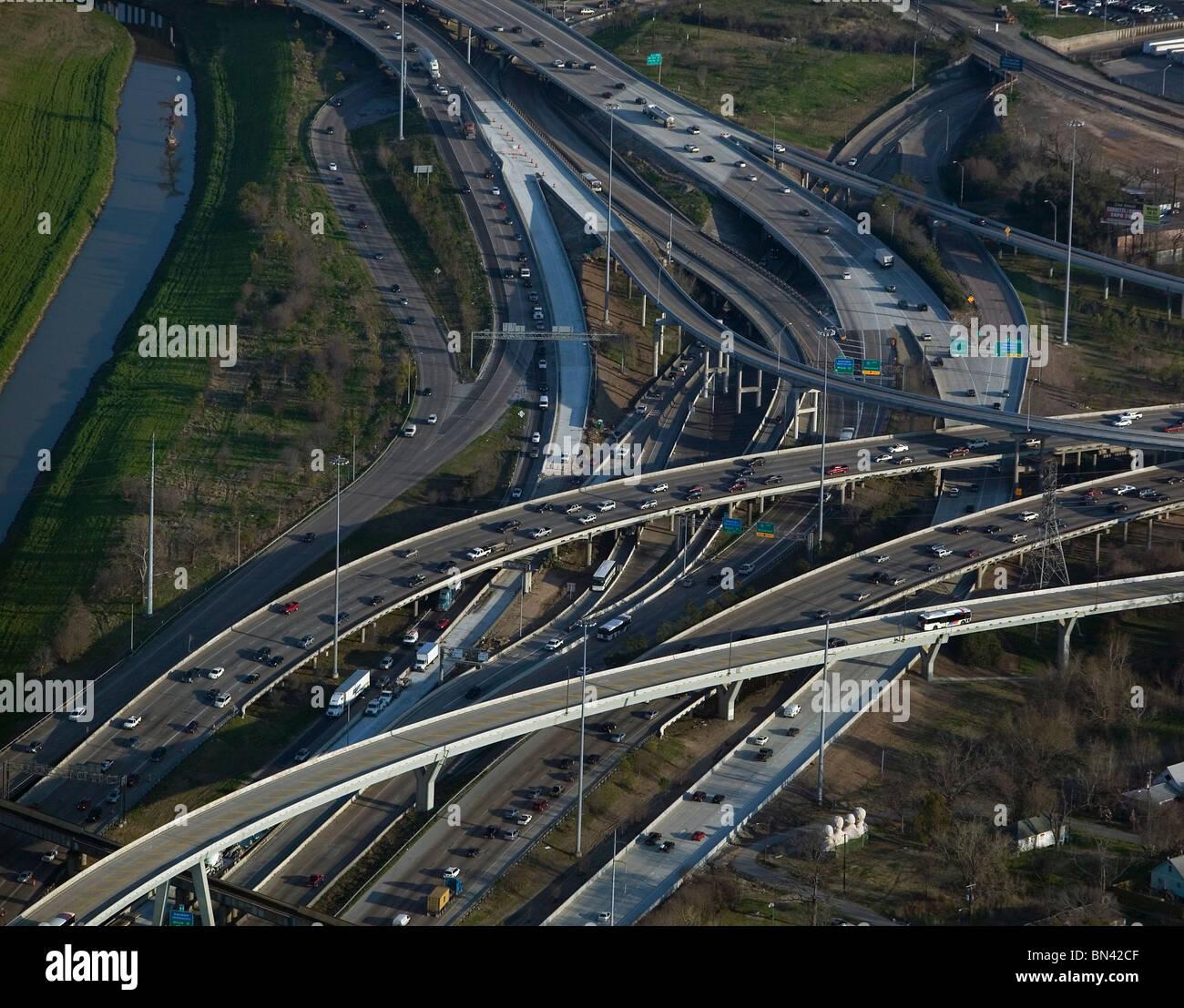 Vista aérea sobre pesado automóvil commuter trafffic freeway Houston, Texas Imagen De Stock