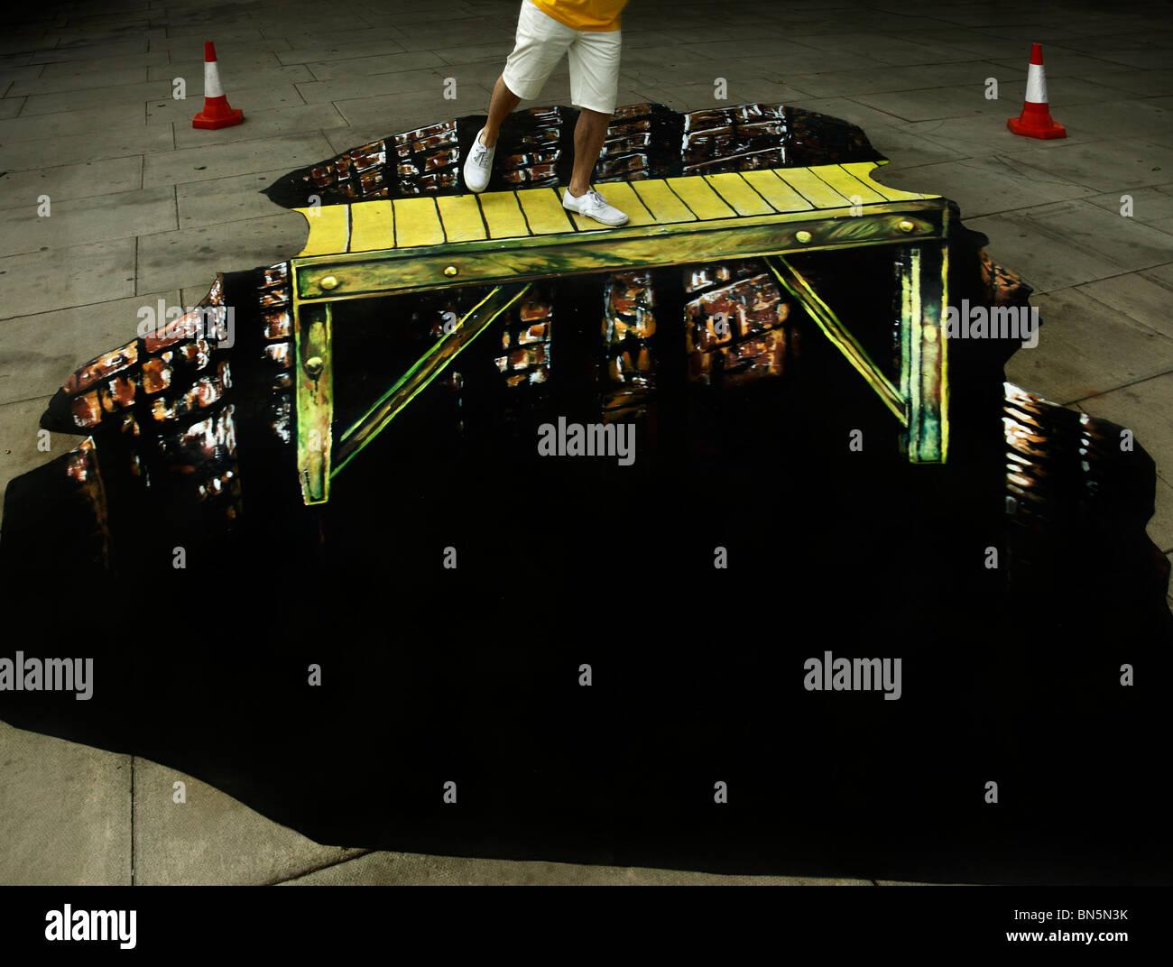 Ilusión óptica street art por Max Lowry & Joe Hill. Imagen De Stock