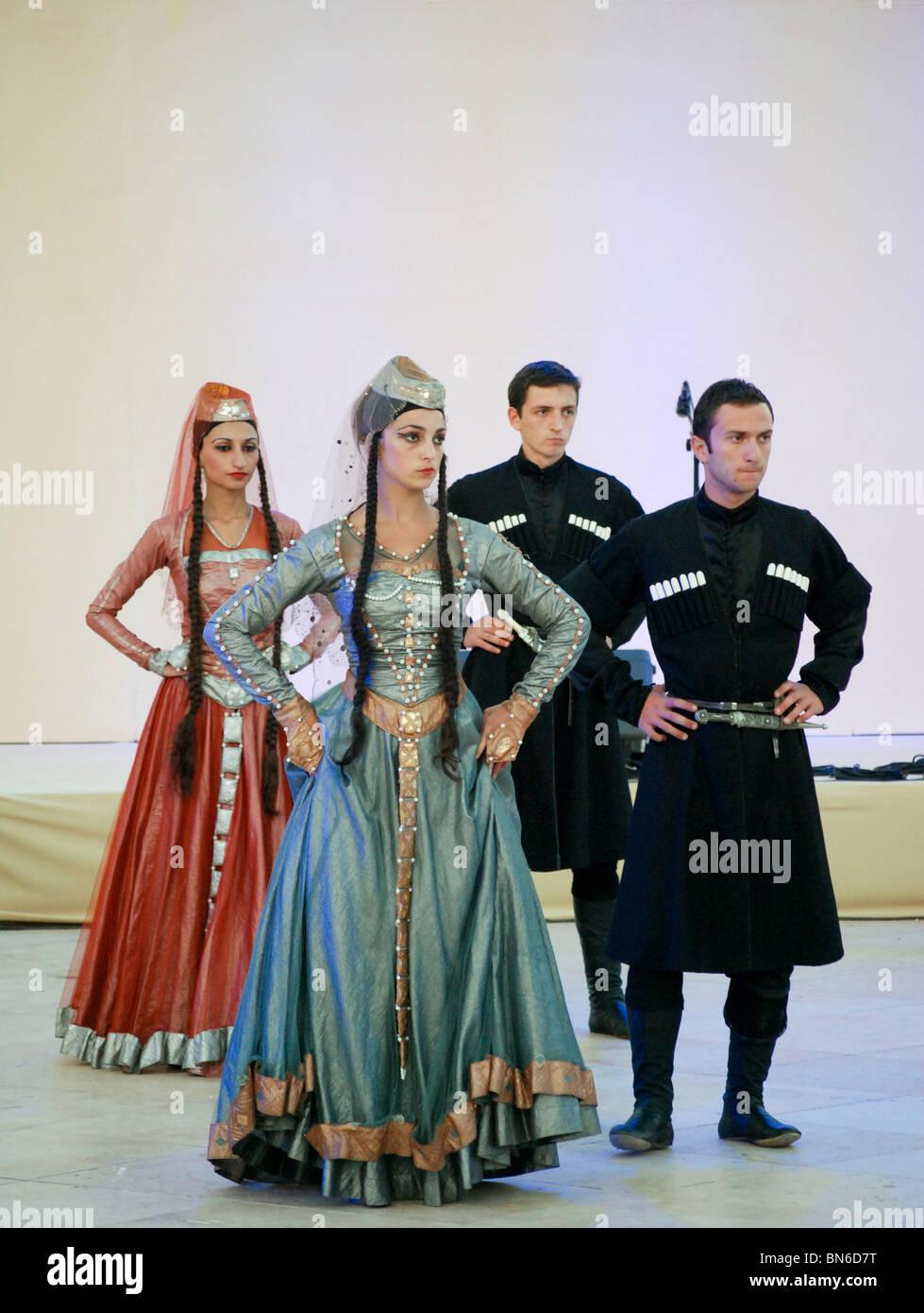 Grupo de baile de folklore georgiano Imagen De Stock