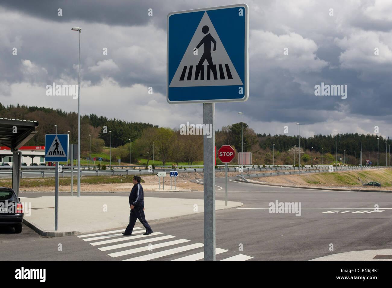 Zona de descanso en la autovía del noroeste A6. Lugo, Galicia. España. Área de descanso en el noroeste de la autovía A6. Lugo, Galicia. España. Foto de stock