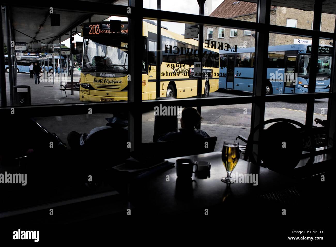 Estacion de Autobuses. Arhus. Dinamarca. La estación de autobuses. Arhus. Dinamarca. Foto de stock