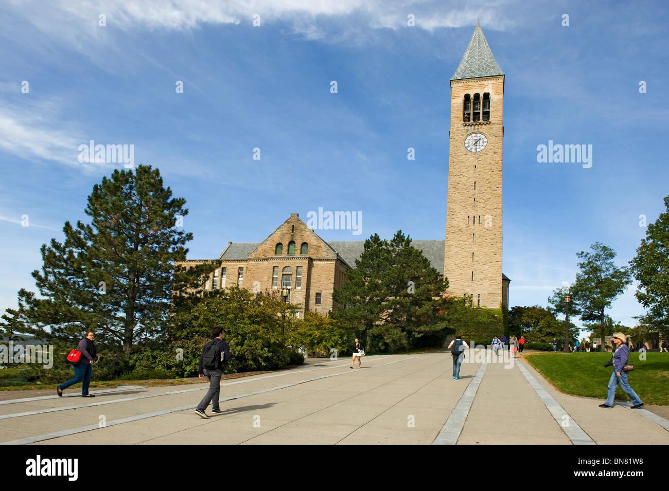 Torre McGraw y campanillas de Campus de la Universidad Cornell de Ithaca región de Finger Lakes de Nueva York Imagen De Stock