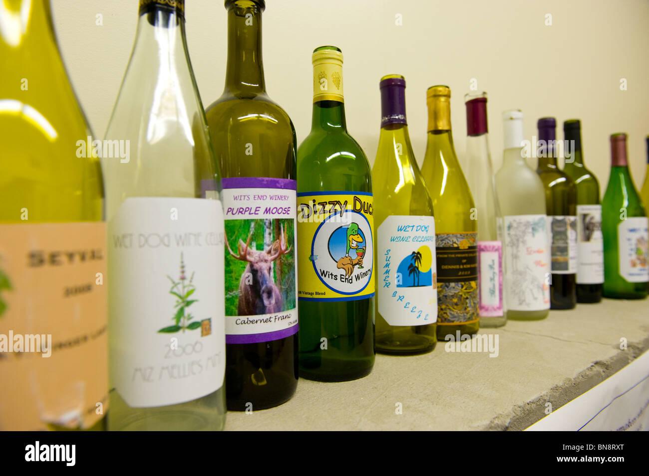 Botella de vino personalizada muestras en pantalla en la región de Finger Lakes Bodega Nueva York Imagen De Stock