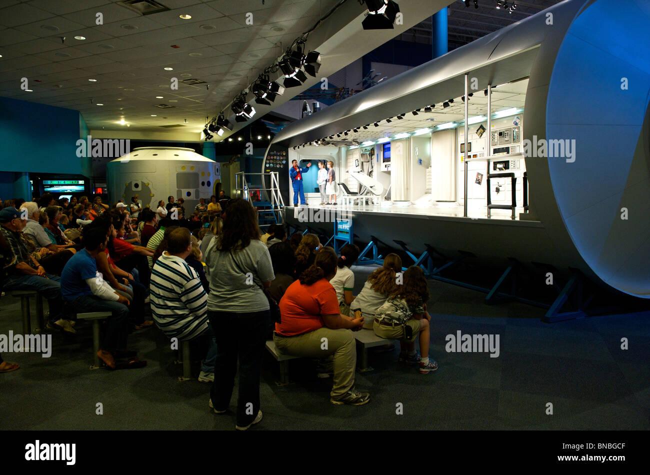 Demostración sobre la vida dentro de la estación espacial, el Centro Espacial de Houston, Texas, U.S.A. Foto de stock