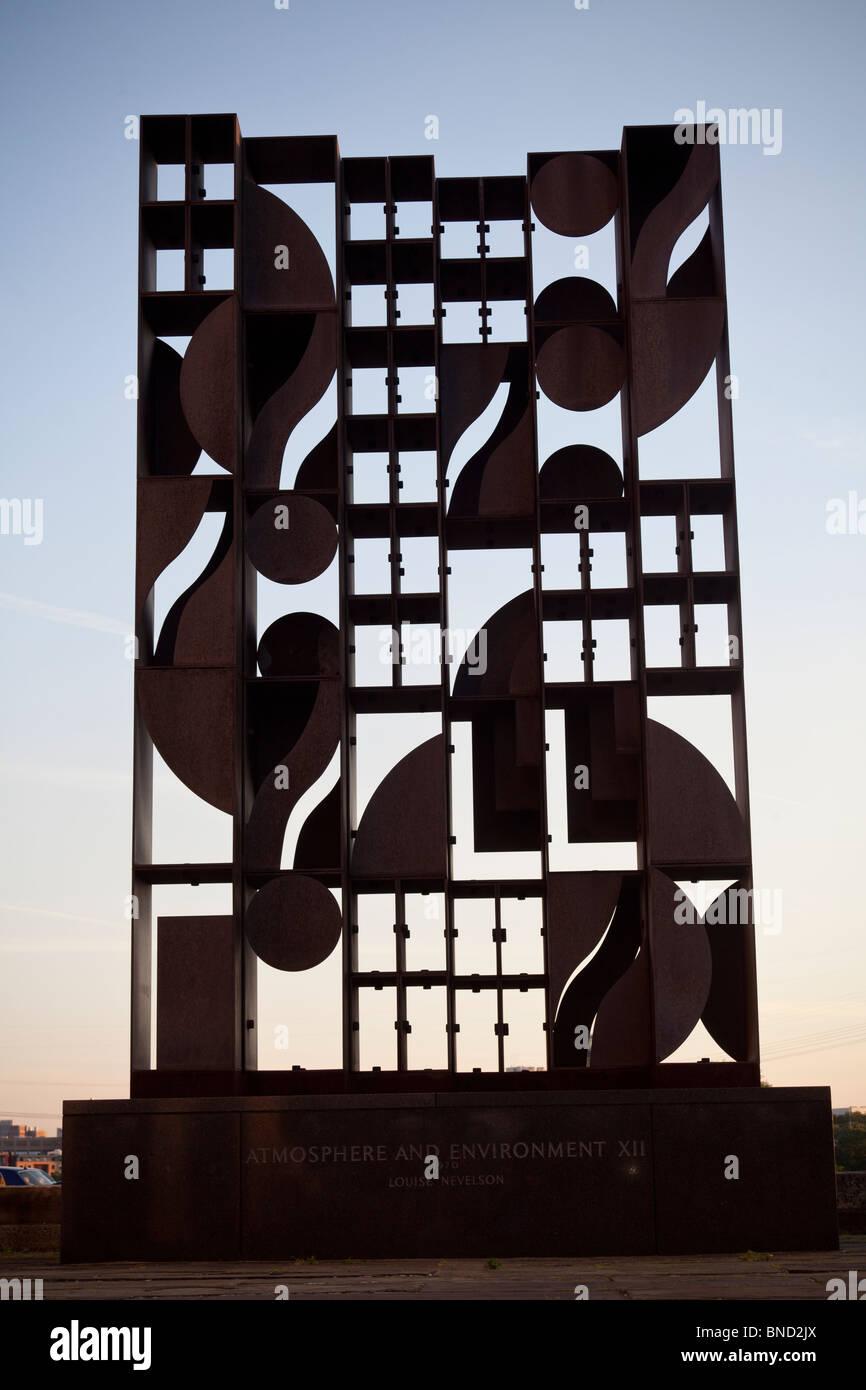Atmósfera y ambiente XII, la escultura de Louise Nevelson, 1970, Museo de Arte de Filadelfia, Filadelfia, Pennsylvania, Imagen De Stock