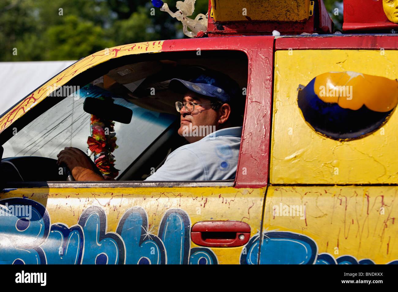 Carretilla de burbujas en el Desfile del Día de la independencia continua más antigua en América Imagen De Stock