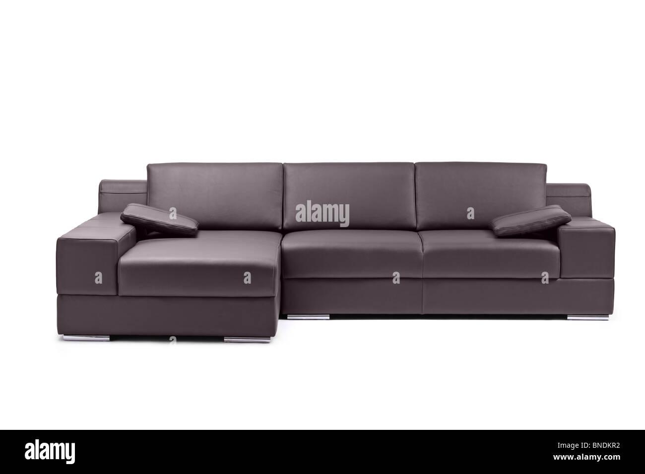 Un moderno sofá de cuero negro. Imagen De Stock
