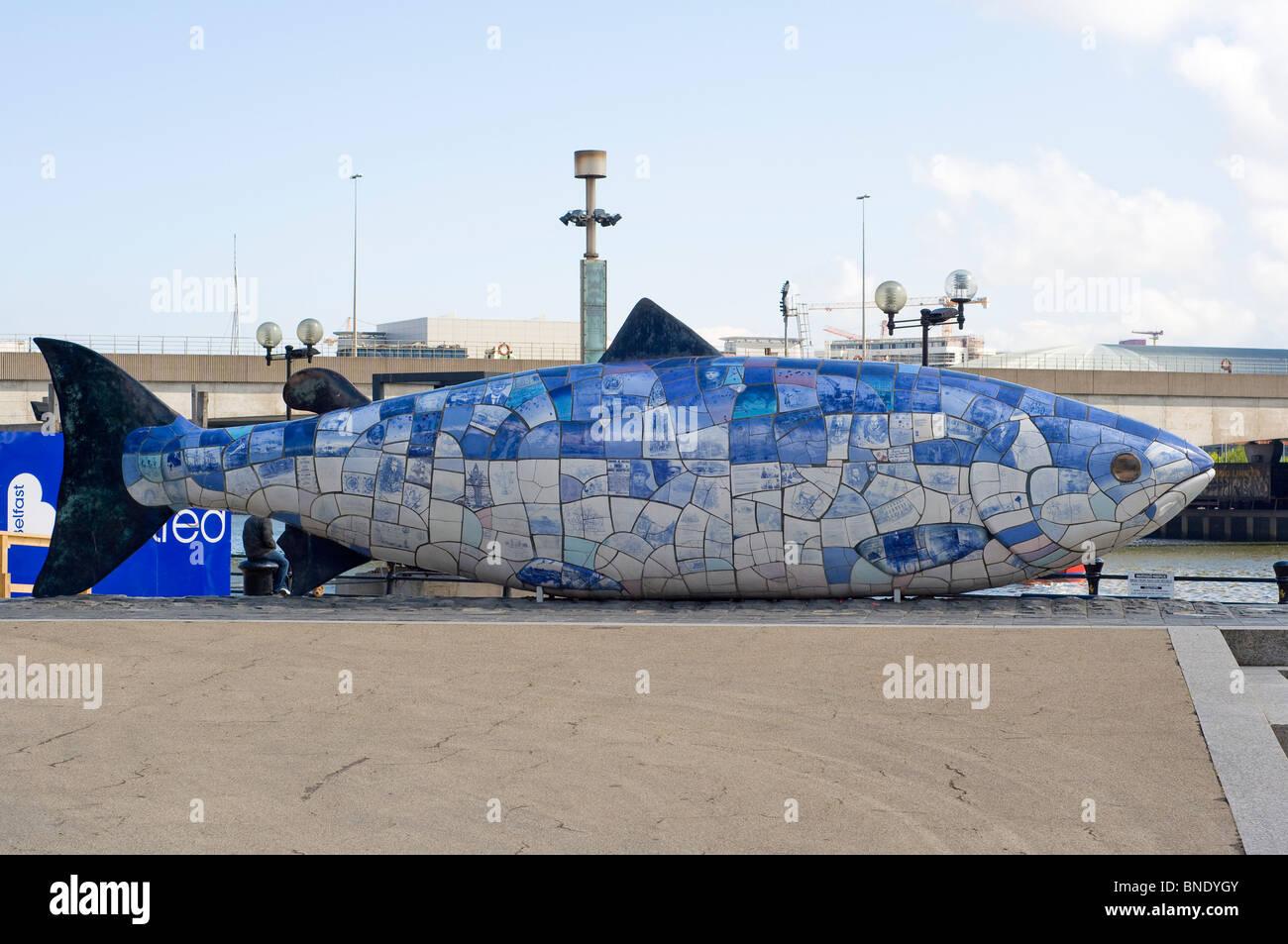 """Los """"peces gordos"""" situado en Donegall Quay en el centro de Belfast. Foto de stock"""