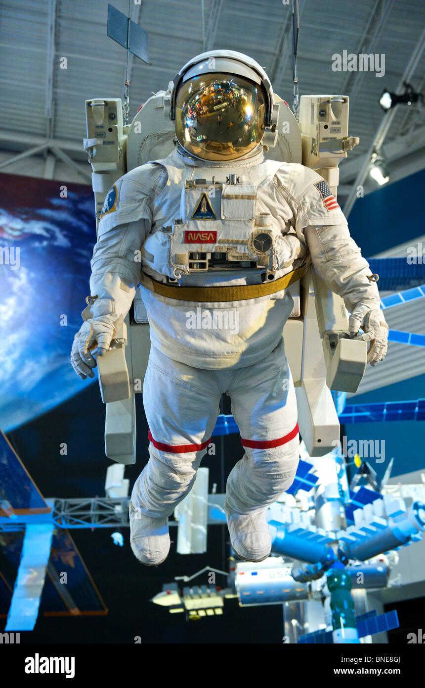Casco del astronauta y palo en el centro espacial de Houston, Texas, Estados Unidos de Norteamérica Foto de stock