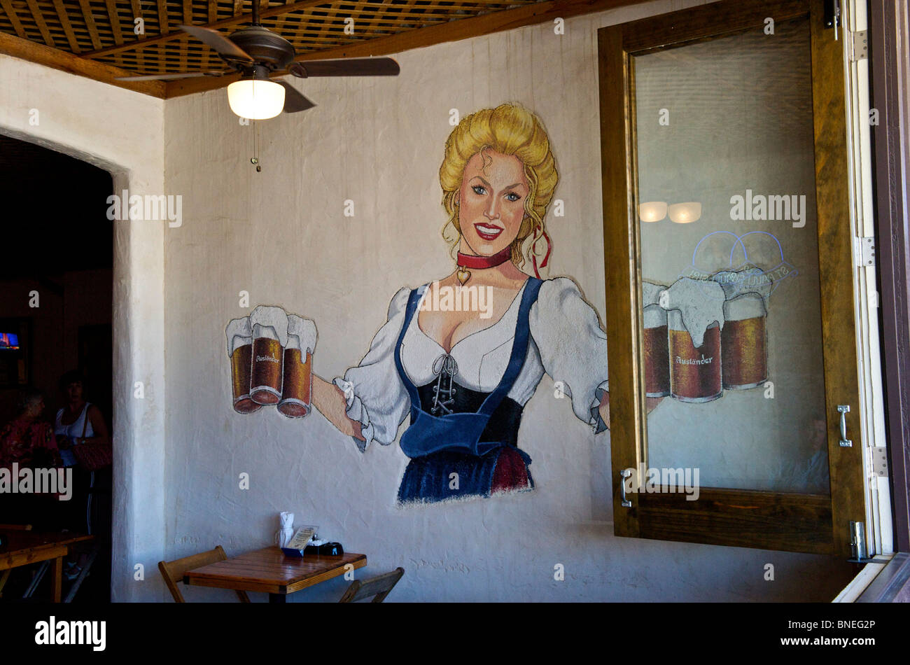 Restaurante y Biergarten Auslander Hill Country Fredericksburg, Texas, EE.UU. Foto de stock