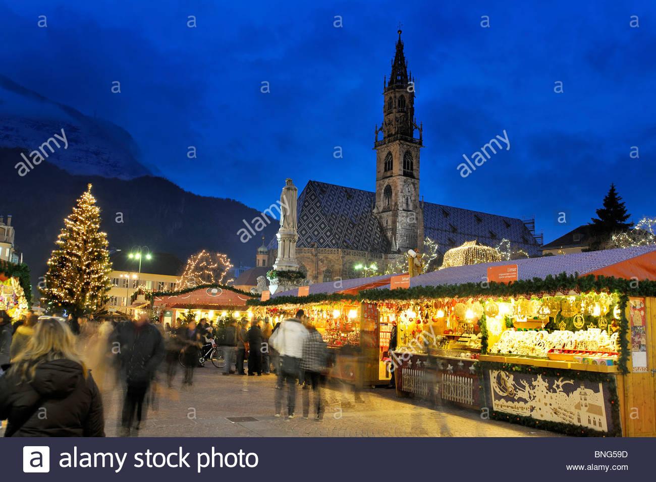 Mercado de Navidad,la Piazza Walther, Bolzano, Trentino Alto Adige, Italia Imagen De Stock