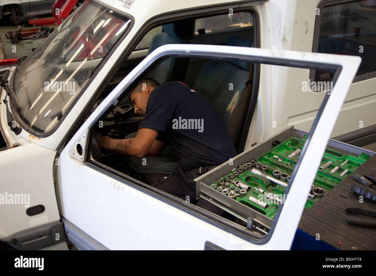 Fijación mecánica mecanicos coche coche carro Imagen De Stock
