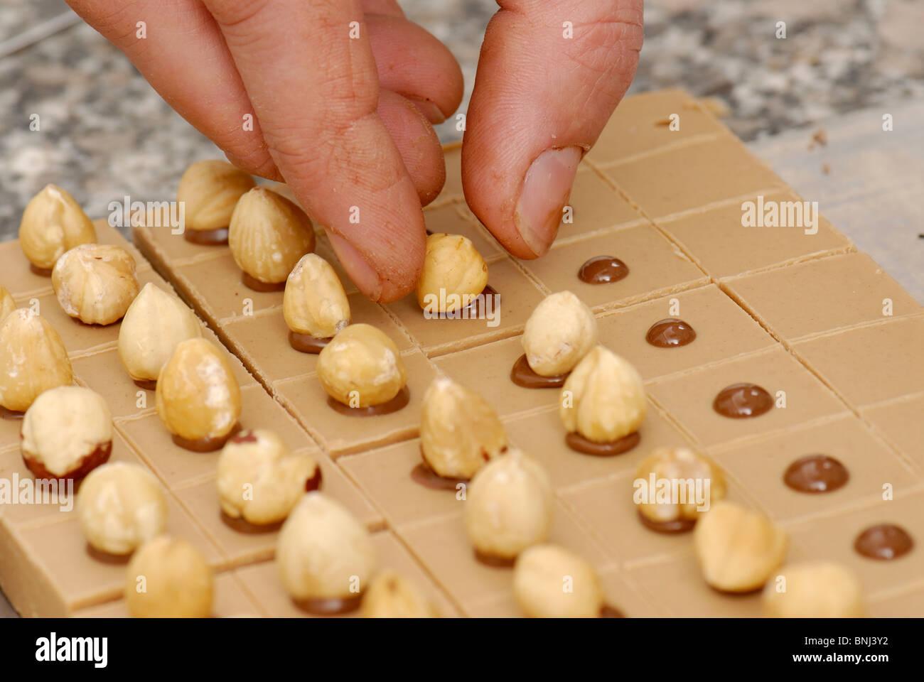 Fabricación de chocolates Imagen De Stock