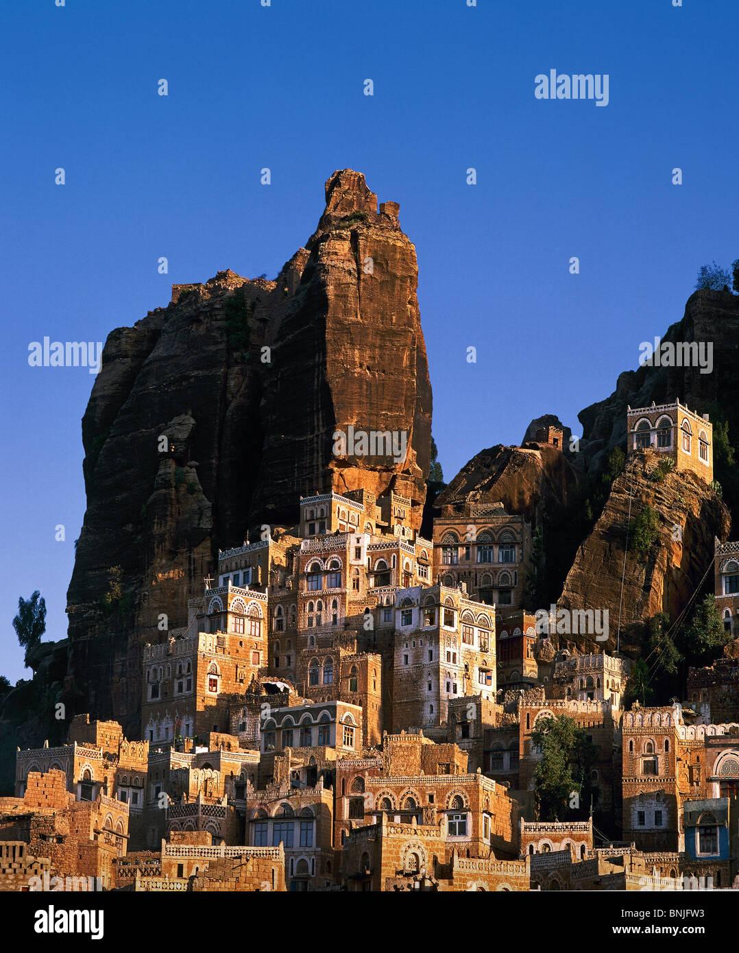 Valle de Hadhramaut Yemen de febrero de 2005 cerca de la ciudad de Shibam rocas rock ciudad de Hadda de montaña Imagen De Stock